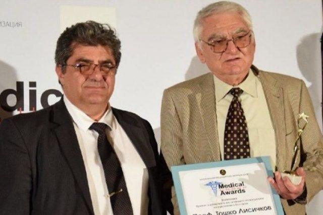 Пациенти отличиха проф. Лисичков и д-р Янчева